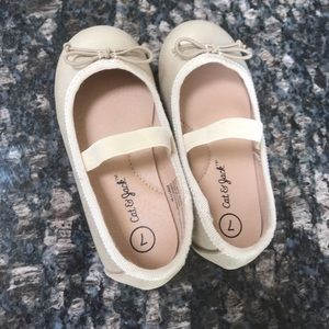 Girls/toddler size 7 gold shoes